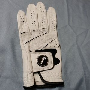 Golf glove Nike Size L  very Soft NWOT 😊